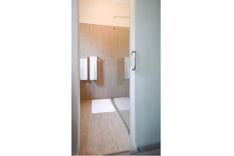 http://www.33onfirst.co.za/wp-content/uploads/2019/02/33onfirst-large-bathroom.png