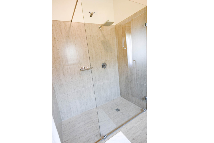http://www.33onfirst.co.za/wp-content/uploads/2019/02/33onfirst-large-bathroom2.png